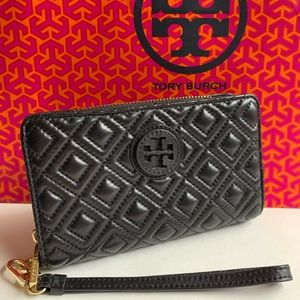 Tory Burch quilted continental wallet/wristlet ✨